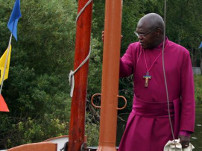 2010 The Archbishop of York, the Most Reverend John Sentamu, vists Syntan Barge